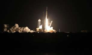 Foguete da SpaceX decola para colocar 1ª tripulação civil na órbita da Terra