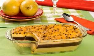 Sobremesa deliciosa de mousse de maracujá com creme trufado