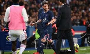 Irritado com substituição, Messi não cumprimenta Pochettino após ser substituído em jogo do PSG
