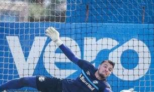 Após susto, Chapecó passa bem e se recupera no vestiário do Grêmio
