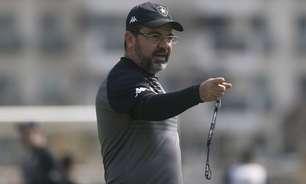 Enderson evita ambiente 'tranquilo' no Botafogo na busca pela Série A: 'Precisamos continuar trabalhando'