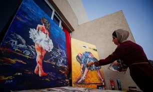 Artista de Gaza mistura beleza e dor em pinturas de bailarinas