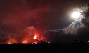 Lava de vulcão das Ilhas Canárias força mais retiradas