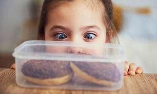 Dentista alerta para problemas causados por excesso de açúcar na infância