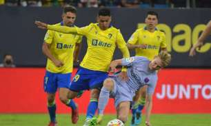 Com gols perdidos e expulsão de De Jong, Barcelona empata sem gols com o Cádiz em LaLiga