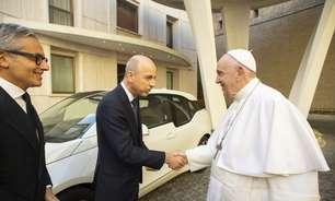 Papa Francisco ganha BMW i3 elétrico do fabricante alemão