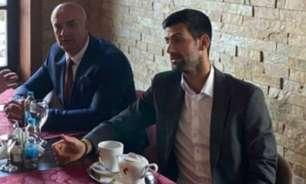 Novak Djokovic é fotografado ao lado de ex-comandante acusado de genocídio na Bósnia