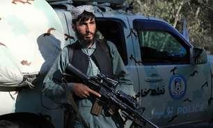 Talibã pendura cadáver em grua na cidade de Herat