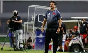 Diniz exalta dedicação do Vasco contra o Brusque: 'É esse coração que vai nos levar ao acesso'