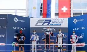 Belov domina corrida 2 e vence de ponta a ponta em Valência na F-Regional