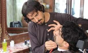 Afeganistão sob o Talebã: grupo fundamentalista proíbe barbeiros de cortarem barbas