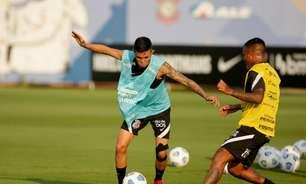 Adson trabalha com elenco do Corinthians em atividade de posse de bola