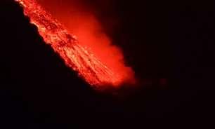 Nove dias após erupção, lava de vulcão chega ao oceano
