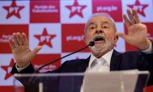 """Bolsonaro pratica a """"mais horrenda"""" velha política, diz Lula"""