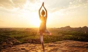 Saudação ao Sol: aprenda essa sequência completa do yoga