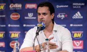 Presidente do Cruzeiro fala sobre reunião com atletas e nega que há seis meses de atrasos de funcionários