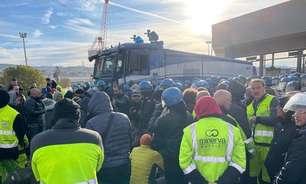 Polícia desaloja grupo que tentava bloquear porto na Itália