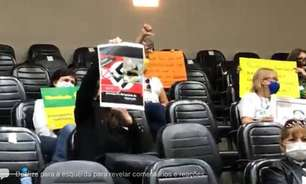 Briga, tumultos e cartaz com suástica marcam discussão sobre passaporte vacinal em Porto Alegre