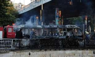 Ataque a ônibus na Síria deixa mais de 10 militares mortos