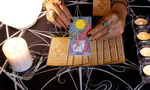 Tarot e amor-próprio: o que as cartas nos ensinam sobre autovalor?