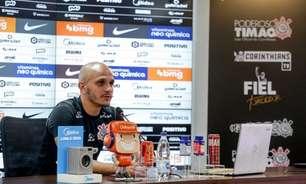 Fábio Santos defende trabalho de Sylvinho no Corinthians e reprova fala de Marcelinho