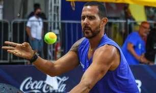 Campeão mundial de Beach Tennis celebra feito em evento em São Paulo