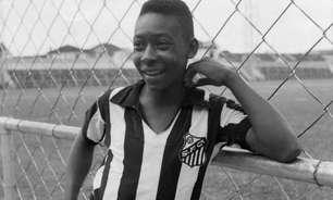 Pelé, 81 anos: o 'Rei' veste pela primeira vez a camisa do Santos