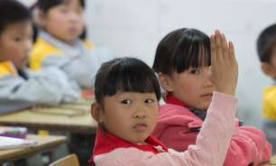 China aprova lei para reduzir pressão escolar sobre crianças