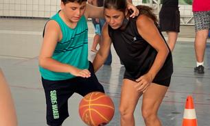 As crianças do espectro autista que têm no basquete um alívio para a pandemia