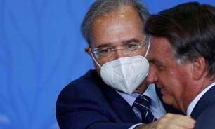 """Ao lado de Guedes, Bolsonaro diz que governo fará """"de tudo"""" para não perder confiança do mercado"""