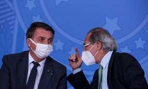 Bolsonaro visita feira de pássaros e, ao lado de Guedes, volta a defender Auxílio Brasil de R$ 400