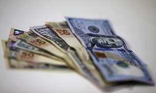 Dólar aprofunda perdas e vai abaixo de R$5,55; investidores monitoram fiscal e BC
