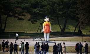 Boneca de 'Round 6' é inaugurada em parque temático de Seul