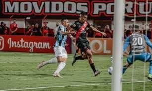 Grêmio é derrotado pelo Atlético-GO e segue na zona de rebaixamento do Brasileirão