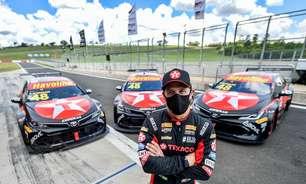 Tony Kanaan entre dois mundos: Fórmula Indy e Stock Car