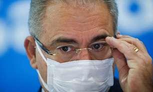 Vacina de Oxford salvou muitas vidas, diz Queiroga ao assinar parceira com universidade