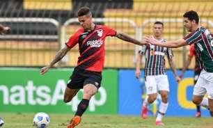 Por indisciplina, volante Richard tem contrato rescindido pelo Athletico-PR e é devolvido ao Corinthians