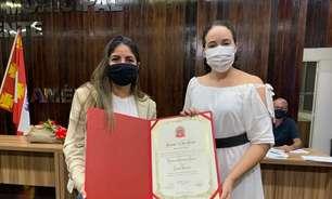 Jogadora do Corinthians recebe título de cidadania em São Vicente