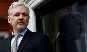 Garantias dos EUA não eliminam risco de suicídio de Assange, dizem advogados
