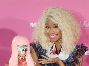 Nicki Minaj lança perfume em Sydney com vestido chamativo