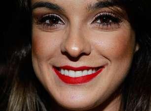 Batom vermelho domina bocas das mulheres no SPFW