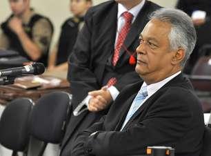 Após discussões, juíza cassa palavra de advogado de Bola