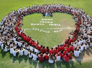 RS: centenas de jovens formam coração para homenagear vítima da Kiss