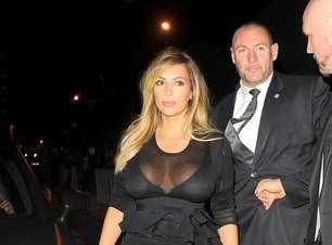 Paris: ao lado de Kanye West, Kim Kardashian usa vestido transparente
