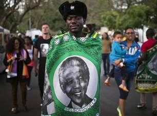 De camisetas a ovos de avestruz, fãs de Mandela compram lembranças