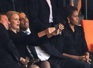 """No Parlamento, Cameron brinca e diz que tirou """"selfie"""" por educação"""