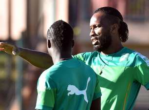Após pancada na coxa, Drogba treina e alivia marfinenses