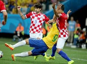 Croatas falam que pênalti é piada e pedem expulsão de Neymar