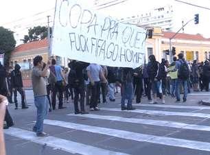 Protesto contra Copa em Curitiba reúne 100 pessoas no centro