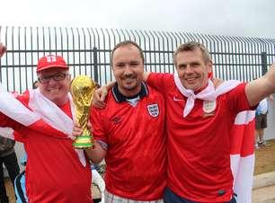 Ingleses levam taça e brincam: jogamos no Rooney se for mal